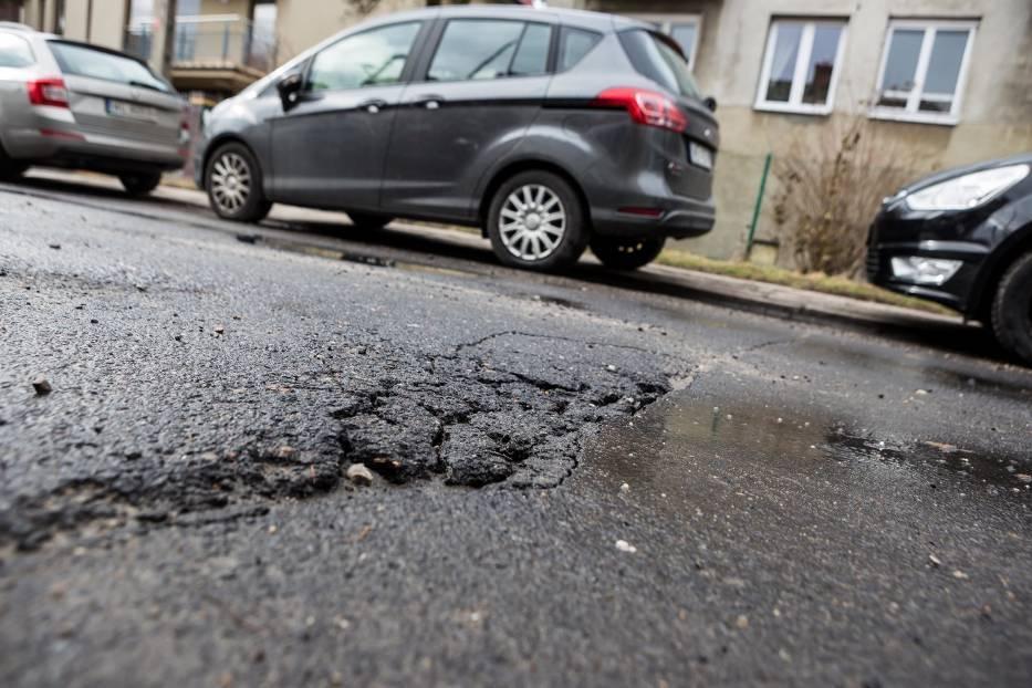 Dziury w drogach po zimie